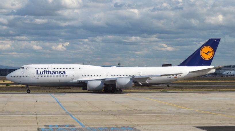 Un avión de Lufthansa en el aeropuerto