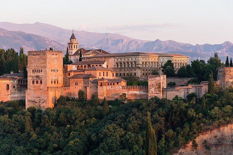 800px-Dawn_Charles_V_Palace_Alhambra_Granada_Andalusia_Spain