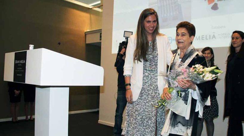 Pilar Güell recibiendo el premio a la Excelencia Turística