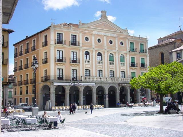 Teatro Juan Bravo exterior