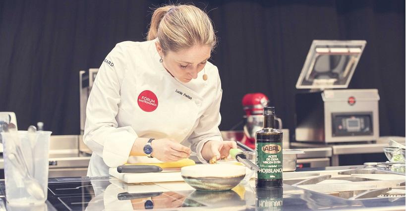 La chef con Estrella Michelín Lucía Freitas durante la muestra culinaria en el Auditorio del Fórum Gastronómico