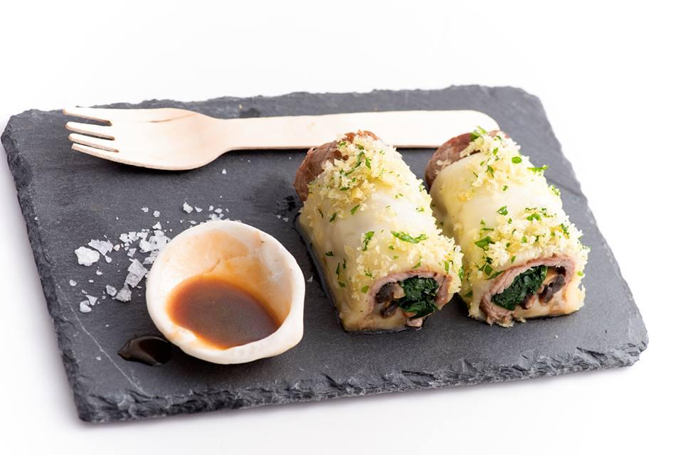 Rulo de ternera y crunchy de boletus — con La Consentida Food & Soul.
