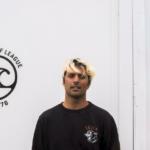 """Óscar Vales, surfista y fundador de Vazva: """"Yo no he sido la persona más 'eco', pero es cierto que el planeta se resiente"""""""